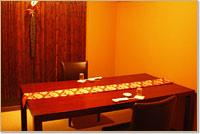 個室食事処。レトロな個室のお部屋でお食事がお楽しみいただけます。