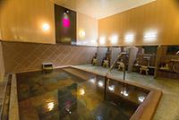 大浴場「蔵座敷の湯」大浴場は露天風呂付のレトロな内装となっております。